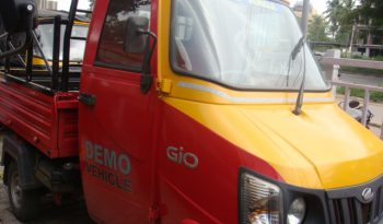 MAHINDRA GENIO RED full