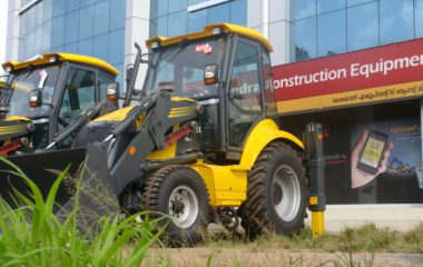 Mahindra Earth Master